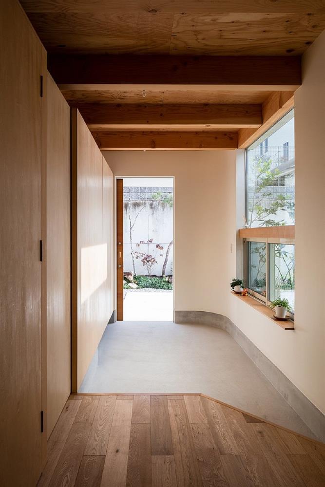 日本療癒小宅設計!大阪「melt」綠意庭院、質樸木頭包圍的小家庭空間_08