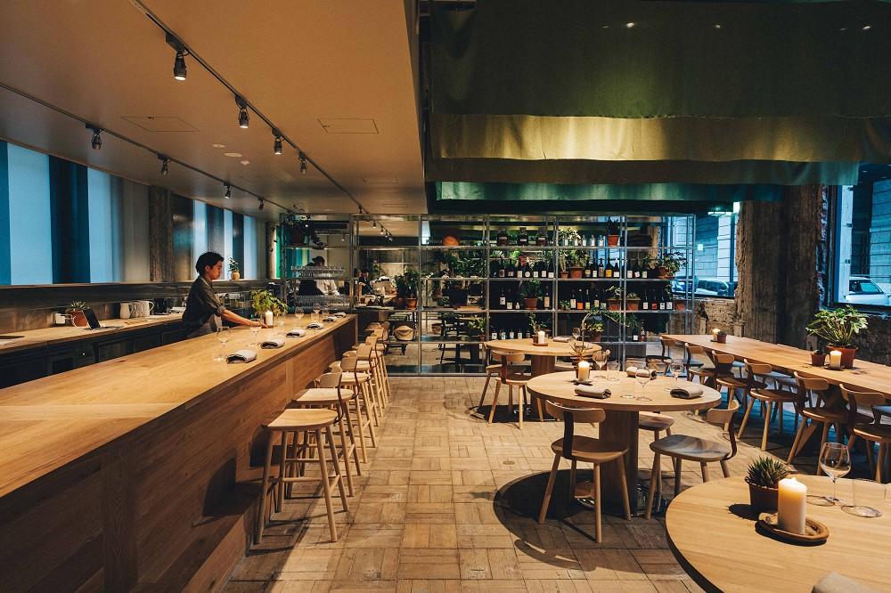 東京新設計旅宿「K5」!百年銀行老建築化身極簡風格旅館空間_06