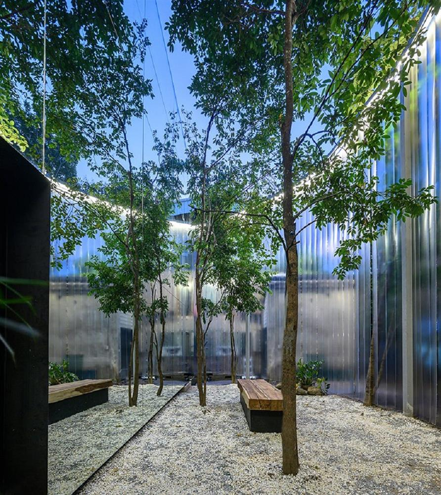 藏身清邁樹林中的咖啡廳Boonma Café!sher maker翻新空間設計、在滿室植物環繞下啜飲咖啡_05