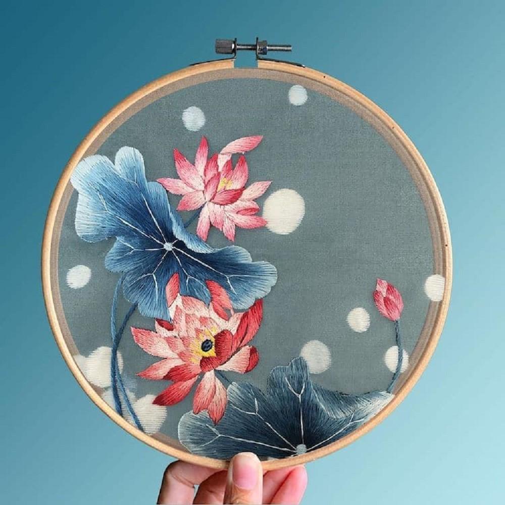 栩栩如生的絕美刺繡!中國藝術家展示盛開百合、飛鶴等精緻絲綢刺繡作品03