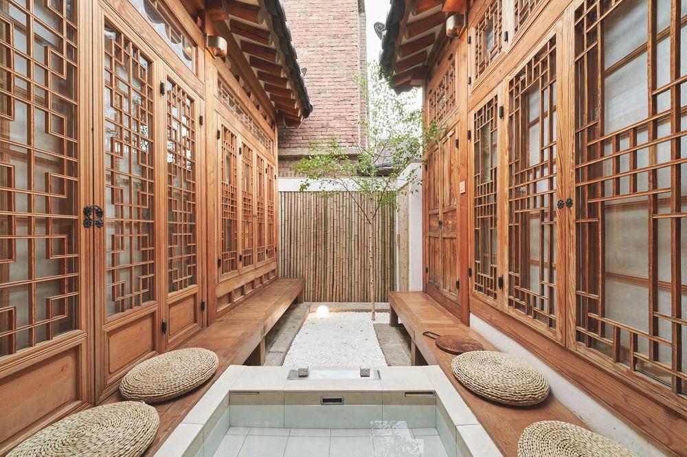 首爾西村清幽韓屋旅店OF.ONEBOOKSTAY!古樸庭院、溫潤木質構成的12坪老宅空間_06