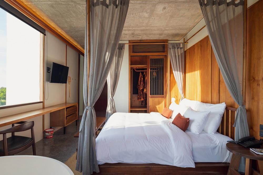 以娘惹文化為設計靈感!入住泰國新酒店Hotel Gahn 在木質空間中感受混血古城魅力_05