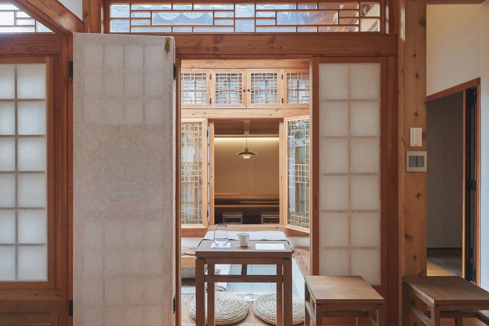 首爾西村清幽韓屋旅店OF.ONEBOOKSTAY!古樸庭院、溫潤木質構成的12坪老宅空間_14