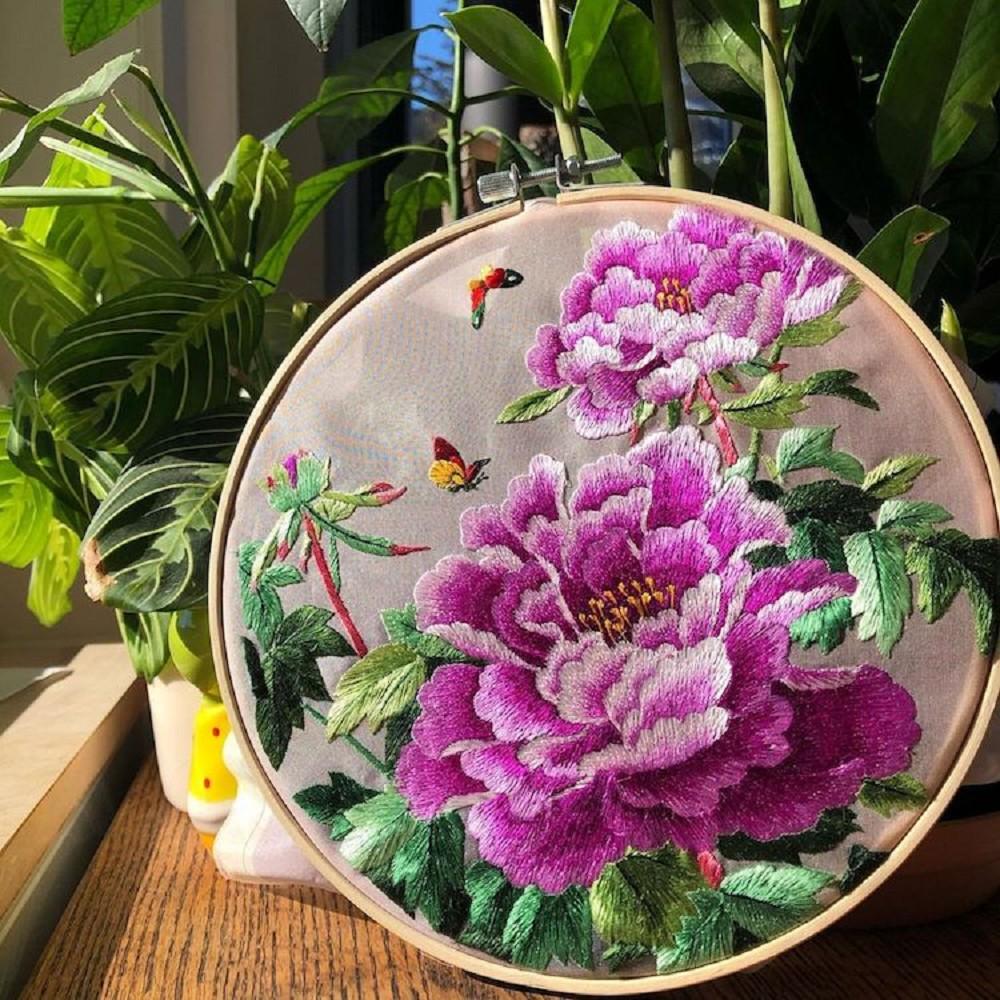 栩栩如生的絕美刺繡創作!多位中國藝術家展示盛開百合、飛鶴等精緻絲綢刺繡作品10