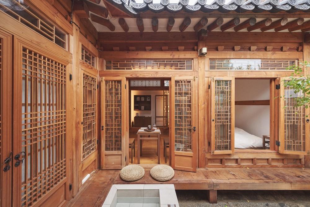 首爾西村清幽韓屋旅店OF.ONEBOOKSTAY!古樸庭院、溫潤木質構成的12坪老宅空間_07