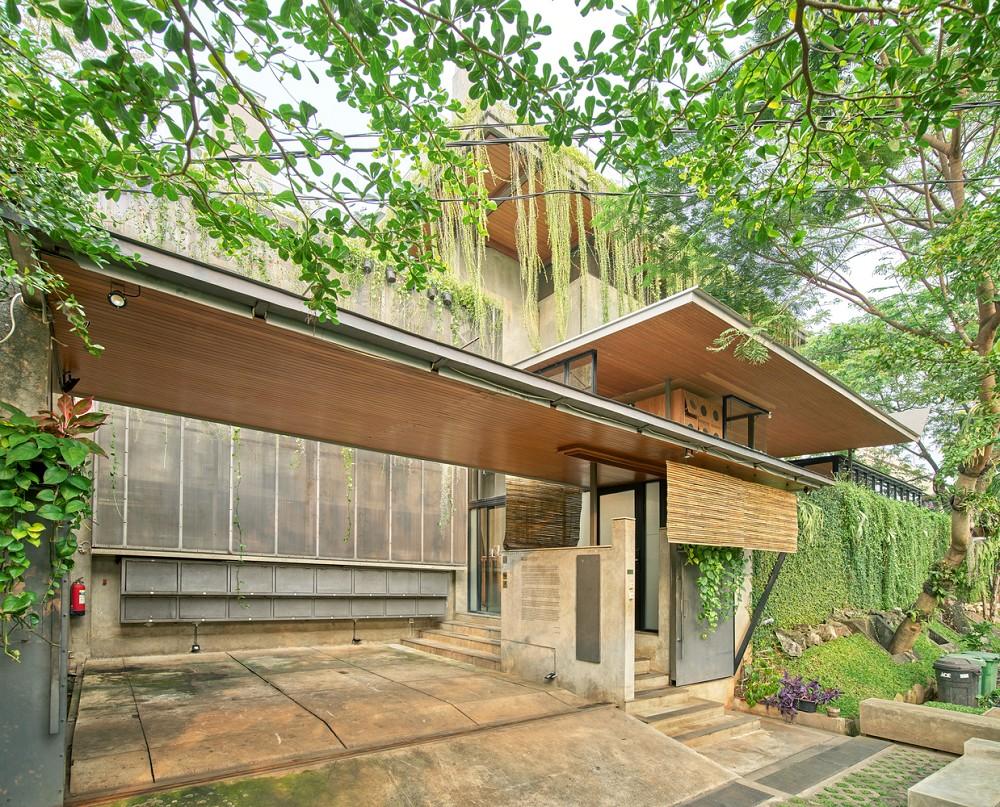 如花園般的夢幻共享建築!印尼Guha結合圖書館、牙科診所、住宅、設計事務所的綠意空間_04