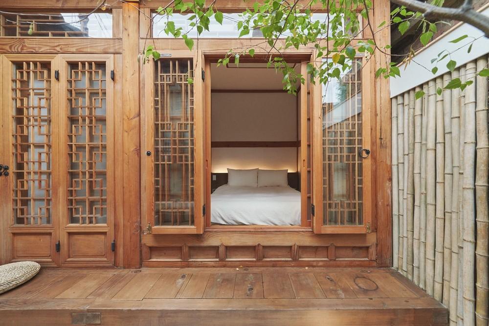 首爾西村清幽韓屋旅店OF.ONEBOOKSTAY!古樸庭院、溫潤木質構成的12坪老宅空間_11