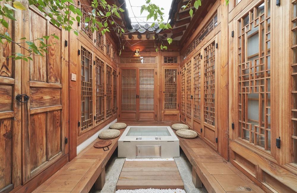 首爾西村清幽韓屋旅店OF.ONEBOOKSTAY!古樸庭院、溫潤木質構成的12坪老宅空間_05