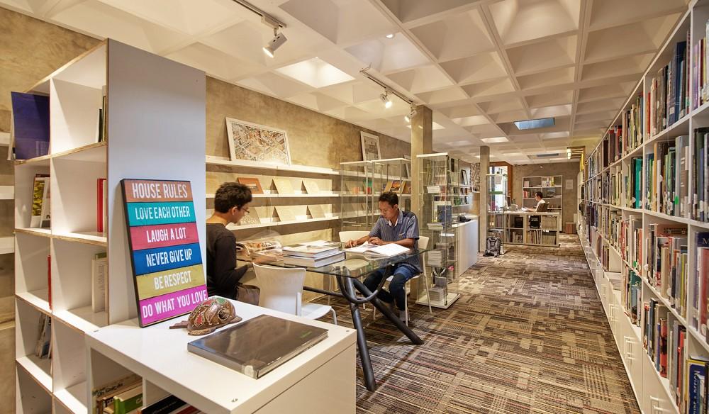 如花園般的夢幻共享建築!印尼Guha結合圖書館、牙科診所、住宅、設計事務所的綠意空間_24