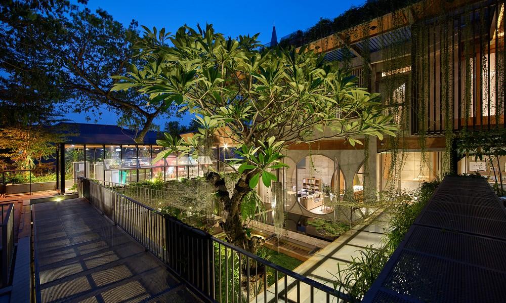 如花園般的夢幻共享建築!印尼Guha結合圖書館、牙科診所、住宅、設計事務所的綠意空間_15
