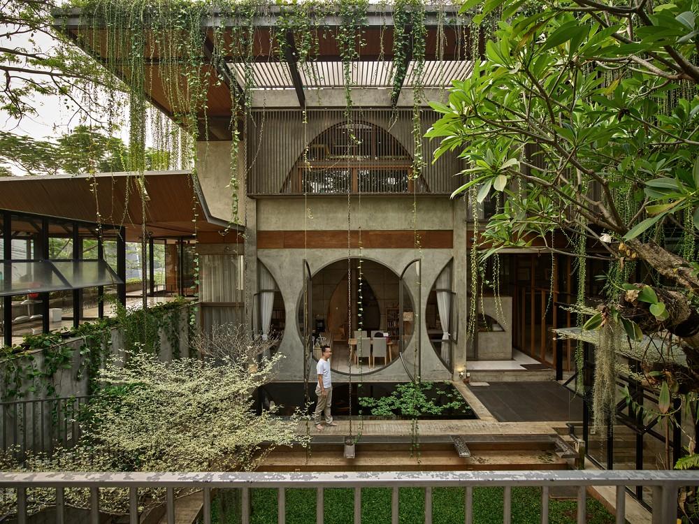 如花園般的夢幻共享建築!印尼Guha結合圖書館、牙科診所、住宅、設計事務所的綠意空間_01