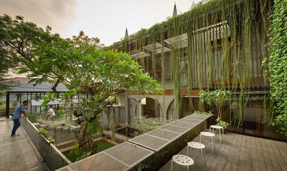 如花園般的夢幻共享建築!印尼Guha結合圖書館、牙科診所、住宅、設計事務所的綠意空間_14
