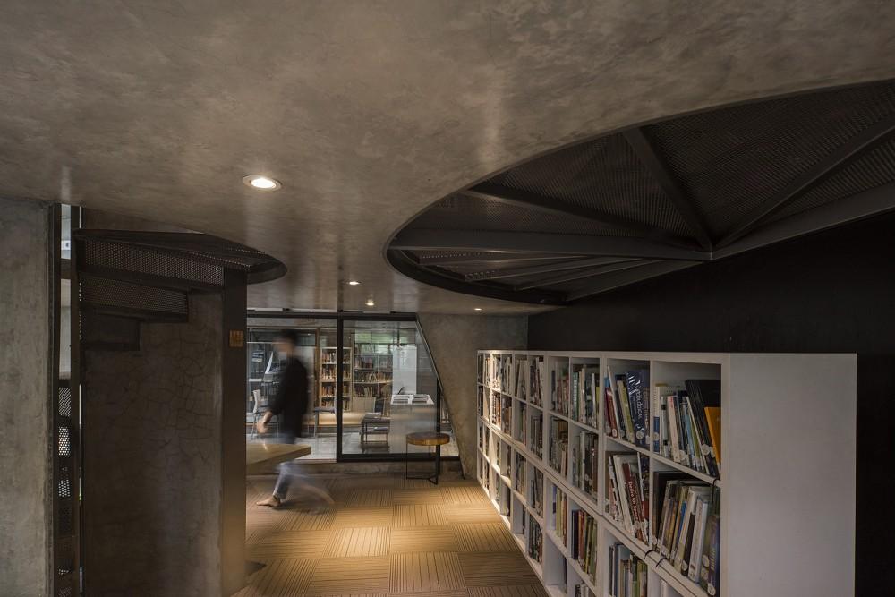 如花園般的夢幻共享建築!印尼Guha結合圖書館、牙科診所、住宅、設計事務所的綠意空間_28