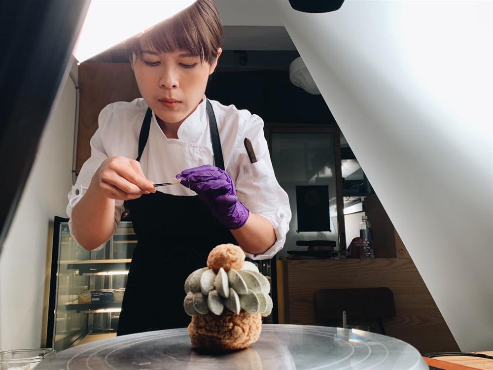 不出門也能學做甜點!菓實日線上募資課程手把手教導「酥菠蘿泡芙」製作過程