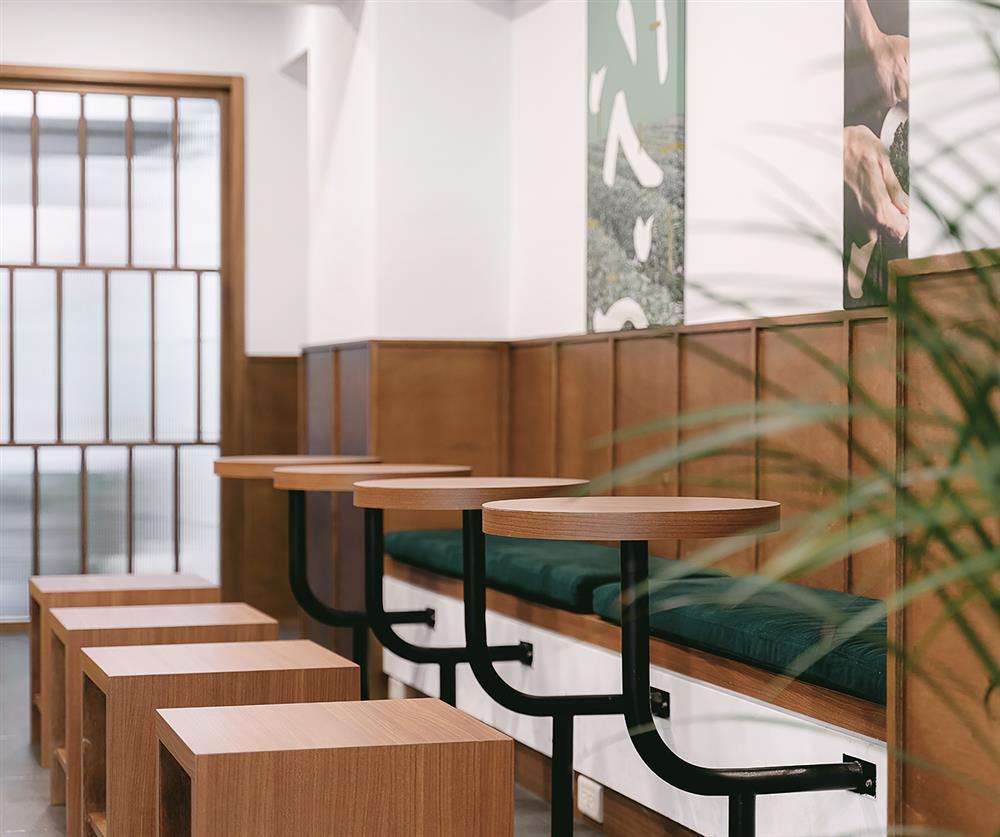 珍煮丹新概念店空間改造亮點!沉穩深霧綠搭配溫暖粉膚、LOGO重塑品牌質樸性格