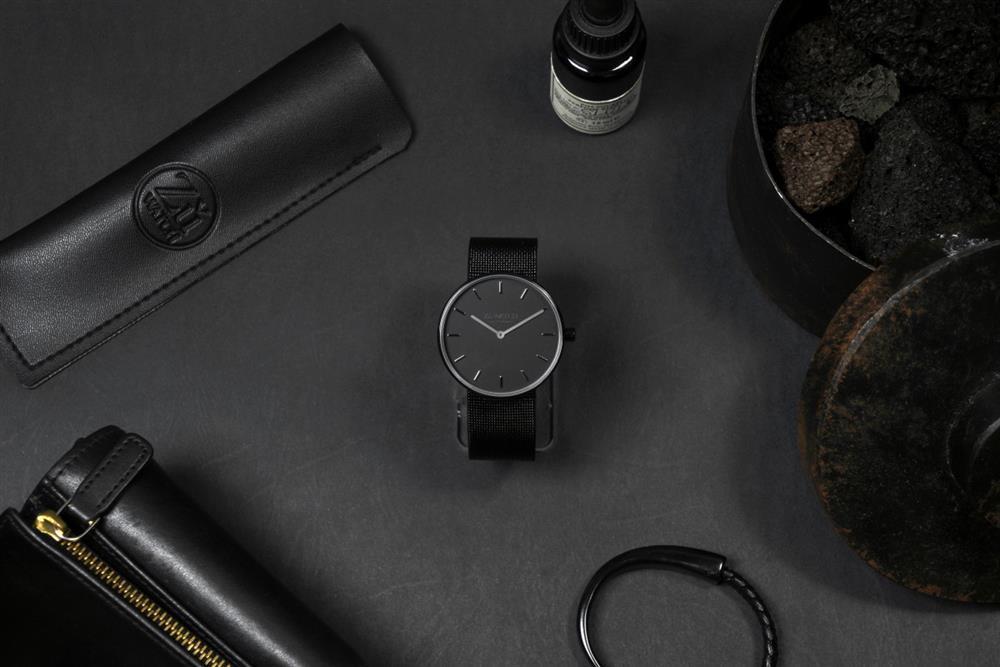 ZuWATCHLiGHT款墨黑色腕錶
