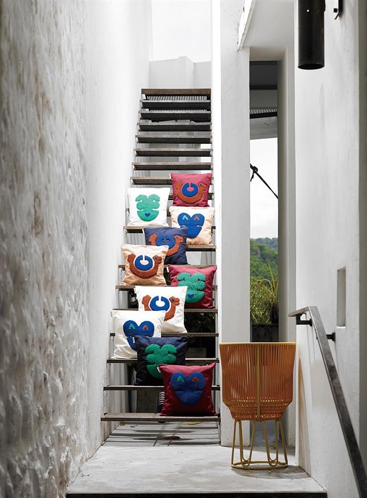 Circo是與品牌Ames合作的第二款家具作品,從哥倫比亞當地編織工藝汲取靈感而成。