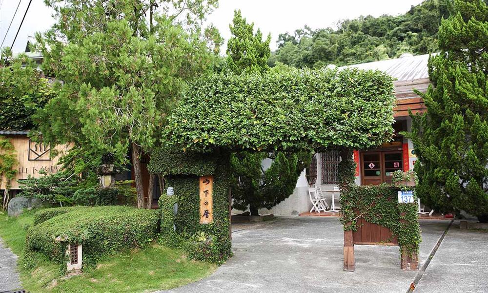 花蓮瑞穗「山下的厝」 老屋重生!白屋裡的百年溫泉夢遇上東台灣美景