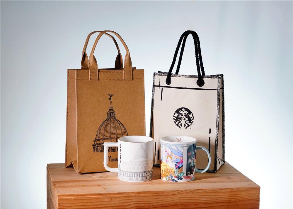 星巴克奇美博物館門市推出博物館主題的提袋、馬克杯等商品。_1