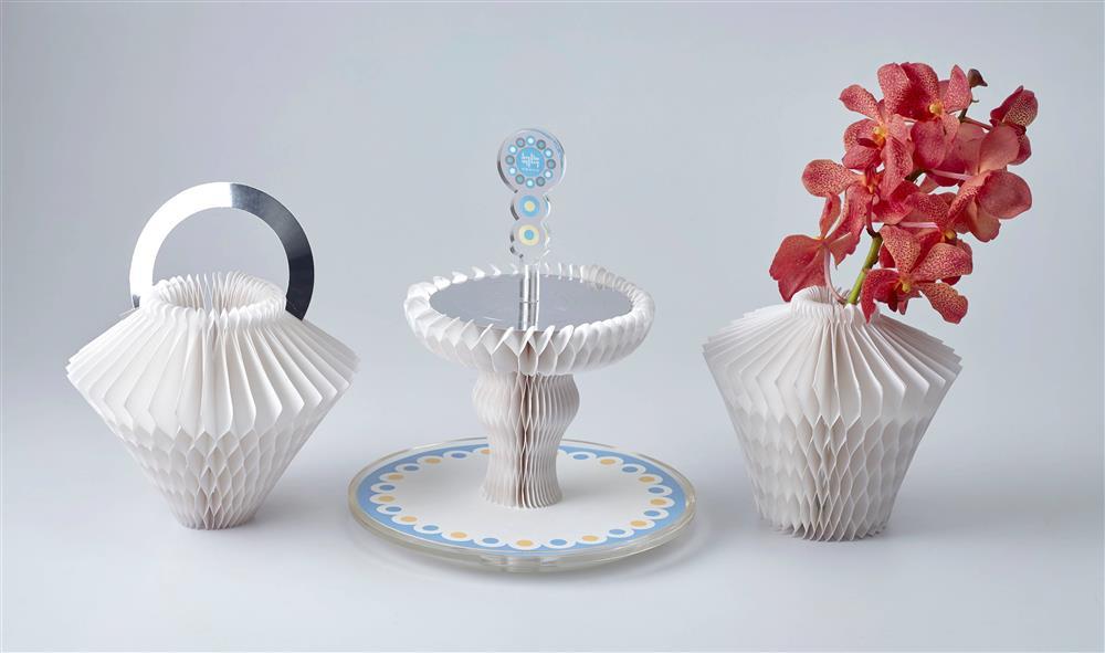 深藍限定的「午茶雙層架」設計富巧思,層架可以變化出三種造型,成為藝術家飾。