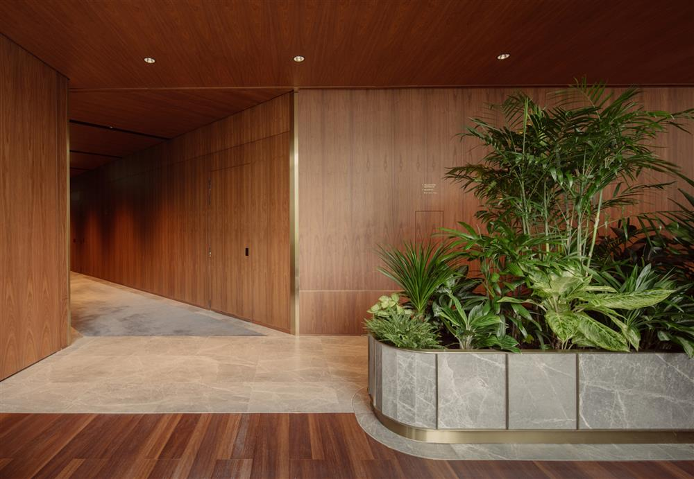 citi-bank-wealth-hub-singapore-banking-conservatory-ministry-of-design_dezeen_2364_col_23