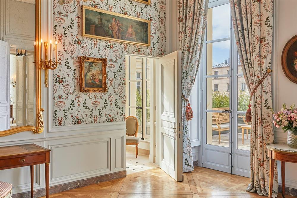 ddf6f9e4-142c-4d7b-85fc-9e5a16d504a1_Madame-de-Fouquet---terrasse-desktop