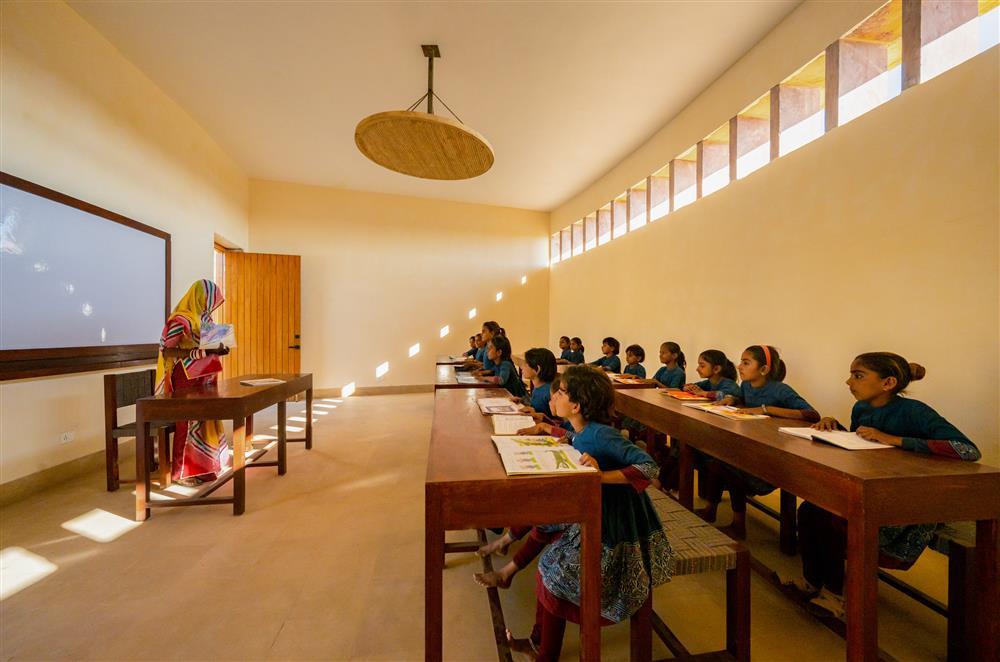 diana-kellogg-architects-rajkumari-ratnavati-girls-school-india-architecture_dezeen_2364_col_15