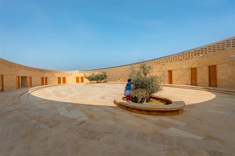 diana-kellogg-architects-rajkumari-ratnavati-girls-school-india-architecture_dezeen_2364_col_2-1