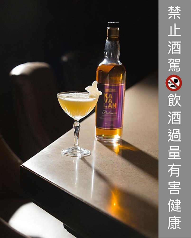 Kavalan Podium單一麥芽威士忌60ml、桂花蜂蜜60ml(桂花1:熱水1:蜂蜜1)、白胡椒5顆、白葡萄8顆、