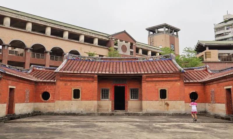 台北龍安國小裡的民宅古蹟!唯一保存於校園內黃宅濂讓居傳奇