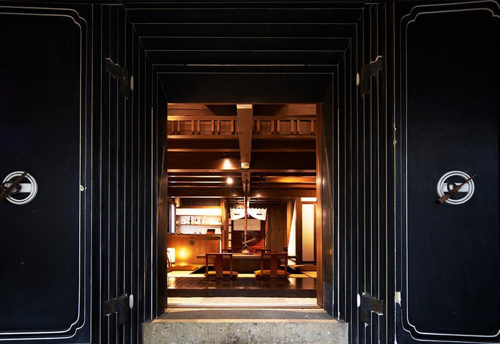 日本東北改建自武士倉庫的旅宿「和之居 角館」1