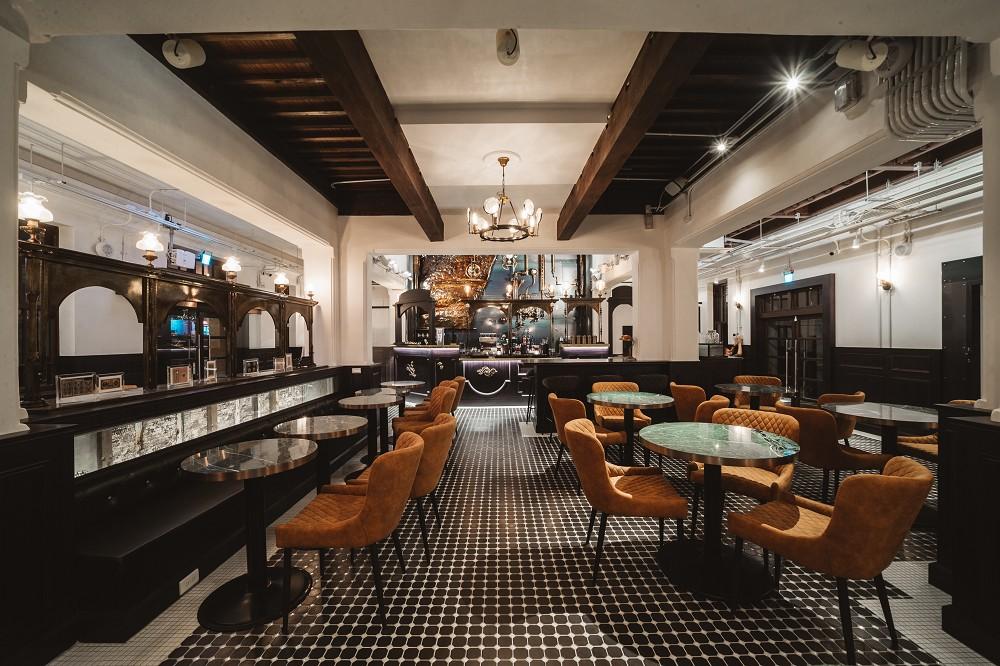 高雄「新濱.駅前」老屋新生咖啡廳!百年老銀行古蹟化身復古浪漫咖啡空間
