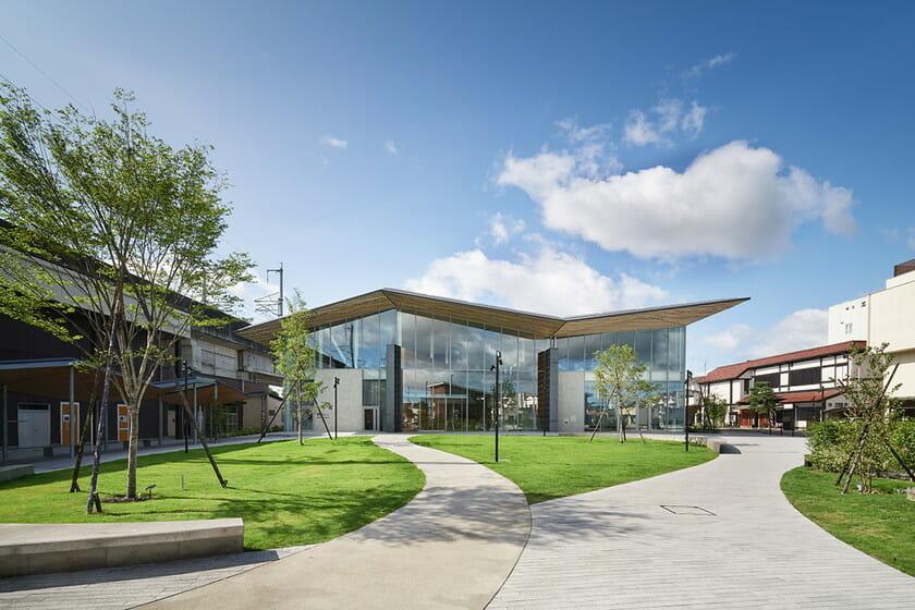 那須鹽原市立圖書館Miruru的溫潤木質空間9