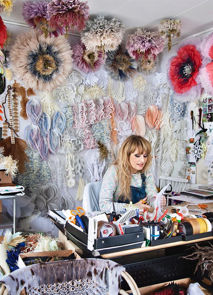 超薄紙張化身巨型立體紙雕花朵!丹麥藝術家Marianne巧手打造栩栩如生的浪漫世界