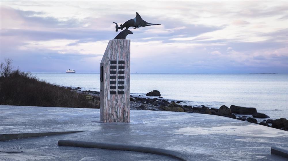 挪威小鎮「Uredd」觀海休息區!絕美公廁成亮點、極光與峽灣美景盡收眼底